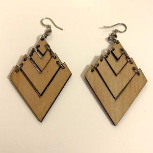 Beautiful geometric earrings — COS